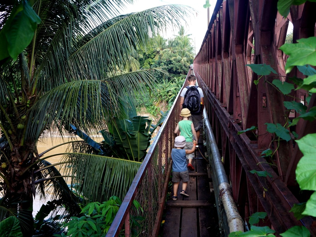 Luang Prabang. Żelazny most na Nam Khan