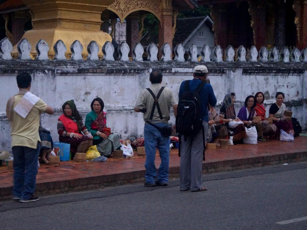 Procesja mnichów w Luang Prabang