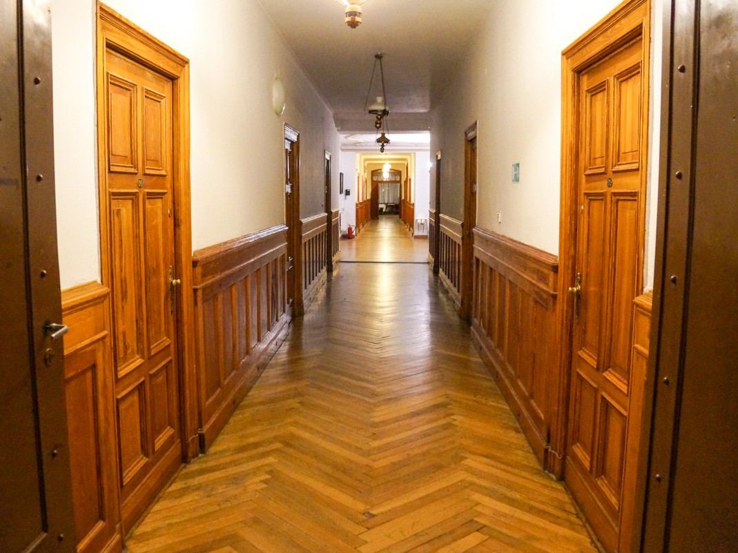 Zamek w Mosznej. Skrzypiący korytarz