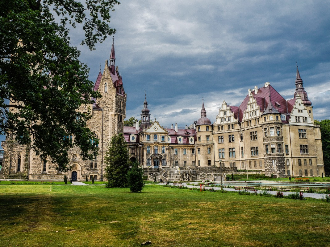 Zamek w Mosznej. Widok z parku