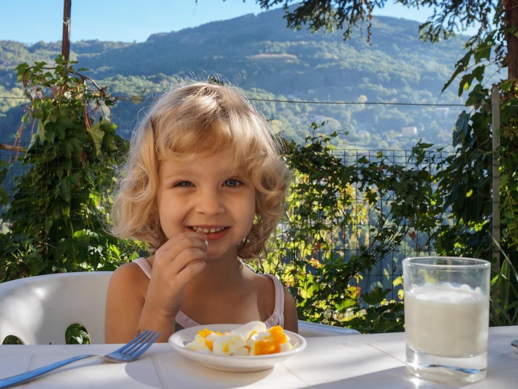 Kalabria. Śniadanie w ogrodzie