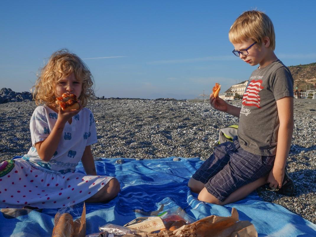 Kalabria. Amantea, Obiad na plaży.