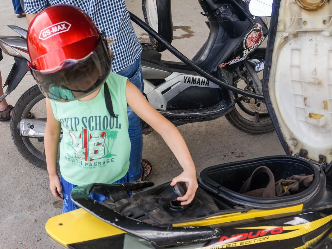 Dziecko na skuterze w Wietnamie
