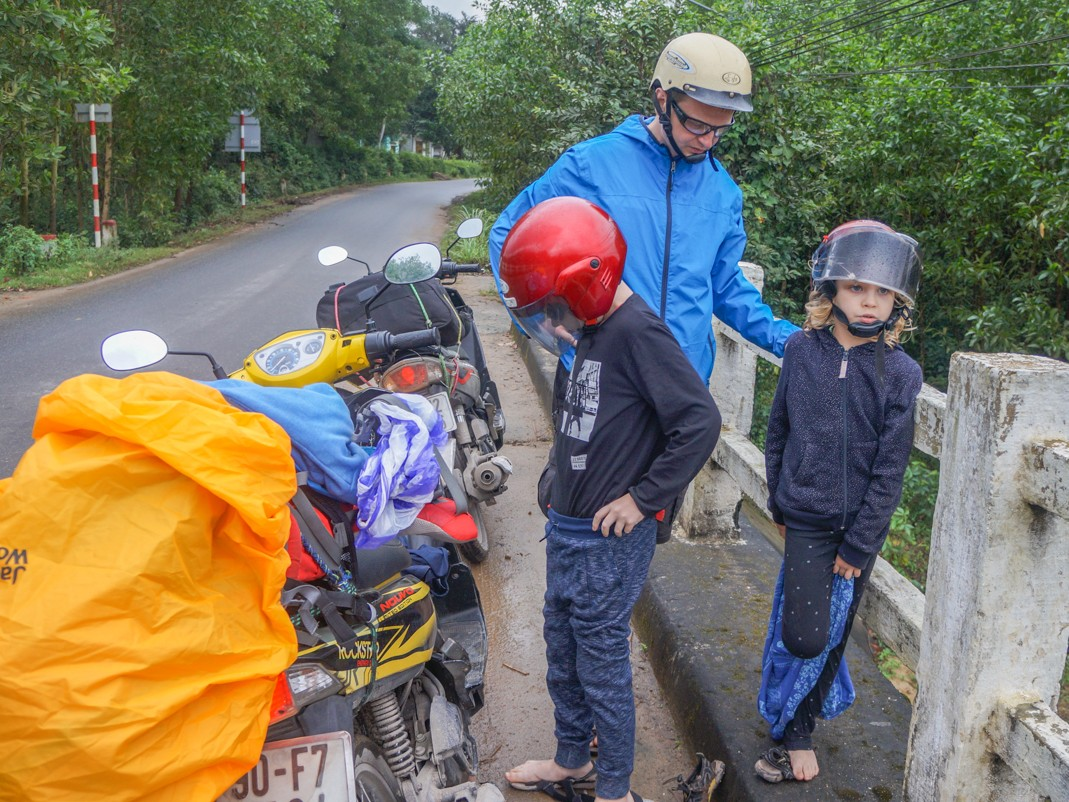 Skuterem po Wietnamie z dziećmi