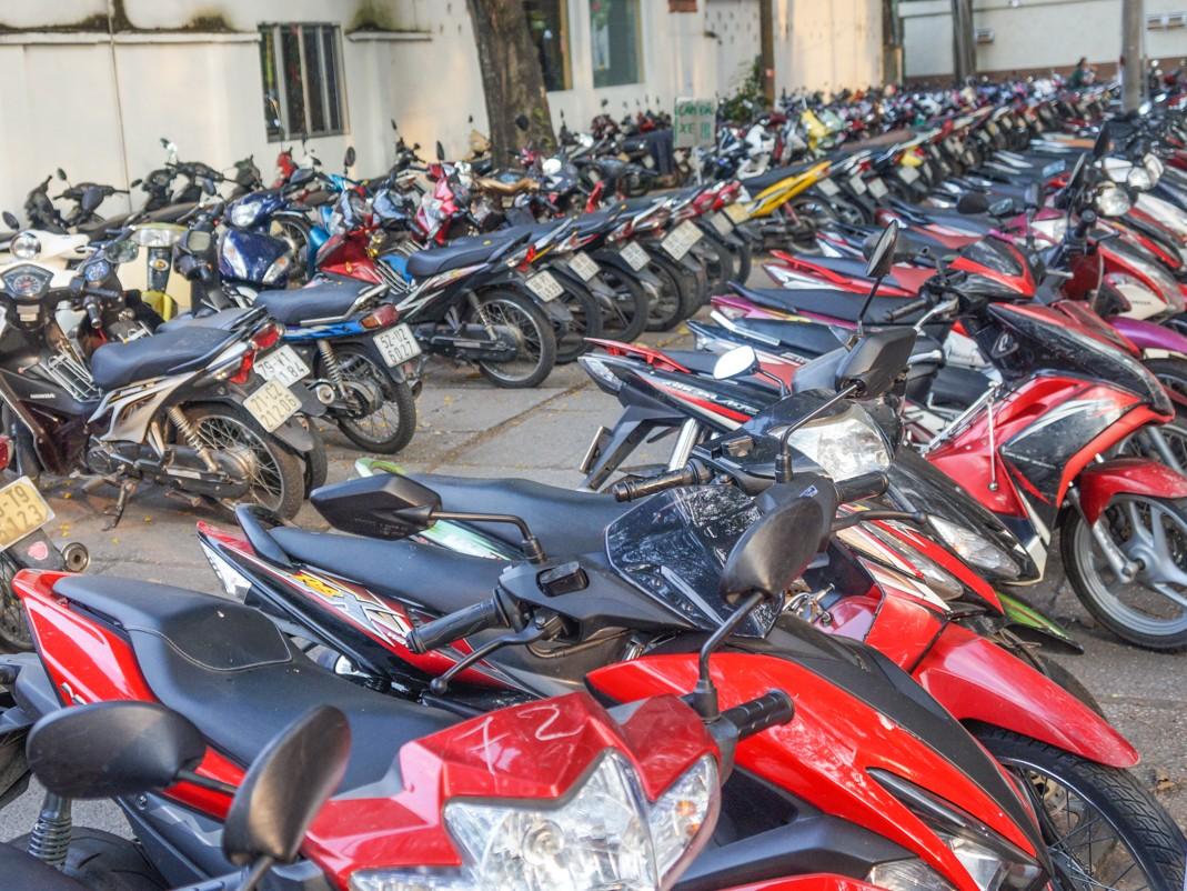 skuter wietnam parkowanie