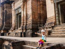 Z dziećmi w Angkor Wat