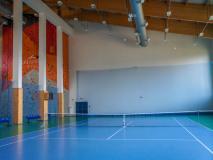 Hotel Arłamów. Hala sportowa z kortami tenisowymi i ścianką wspinaczkową.