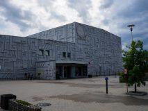 Kosmiczny budynek Parku Nauki i Ewolucji Człowieka