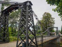 Żelazny most wiszący w Ozimku