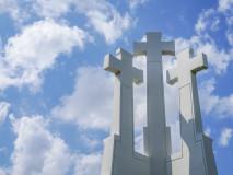 Trzy krzyże na szczycie Góry Trzykrzyskiej