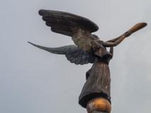 Anioł - symbol Zarzecza, wykluł się z pomnika jaja w 2002 roku.
