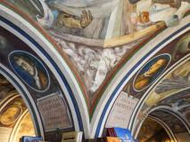 Współczesne freski w księgarni Literra na dziedzińcu Sarbiewskiego