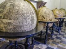 Historyczne globusy w kościele św. Jana Chrzciciela i św. Jana Apostoła Ewangelisty