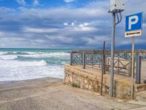 Walka miasta z morzem o parking