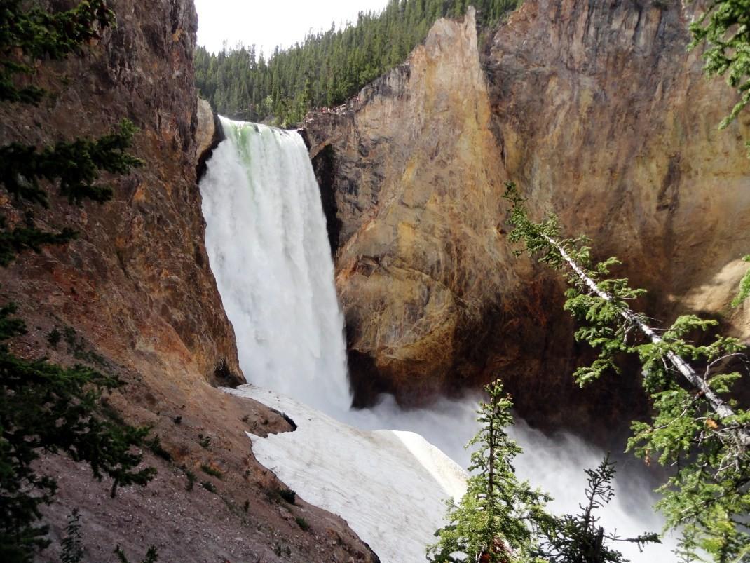 Wodospad w dolinie rzeki Yellowstone