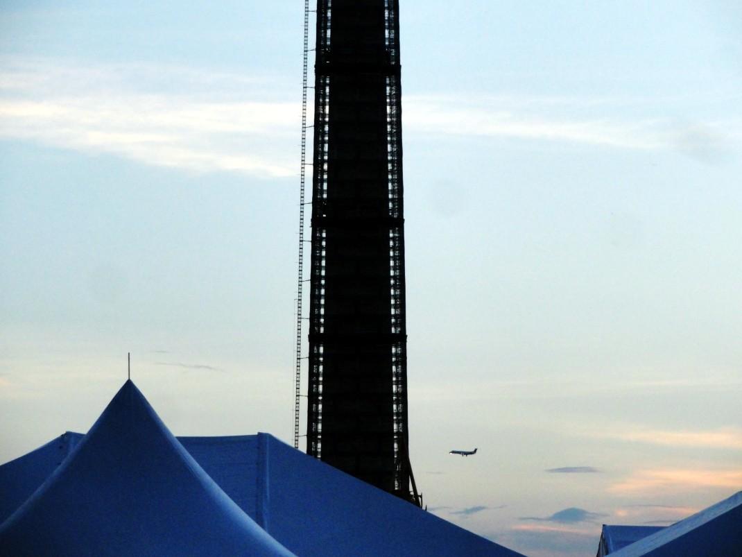 Pomnik Waszyngtona i samolot