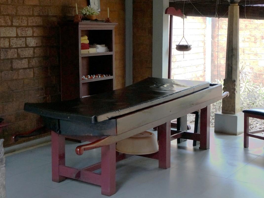 Stół do masażu ajurwedyjskiego
