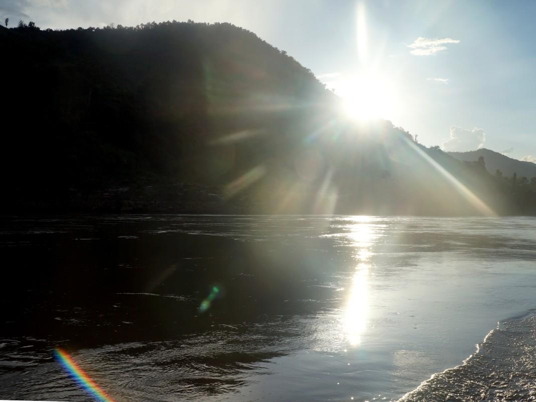Słońce nad Mekongiem