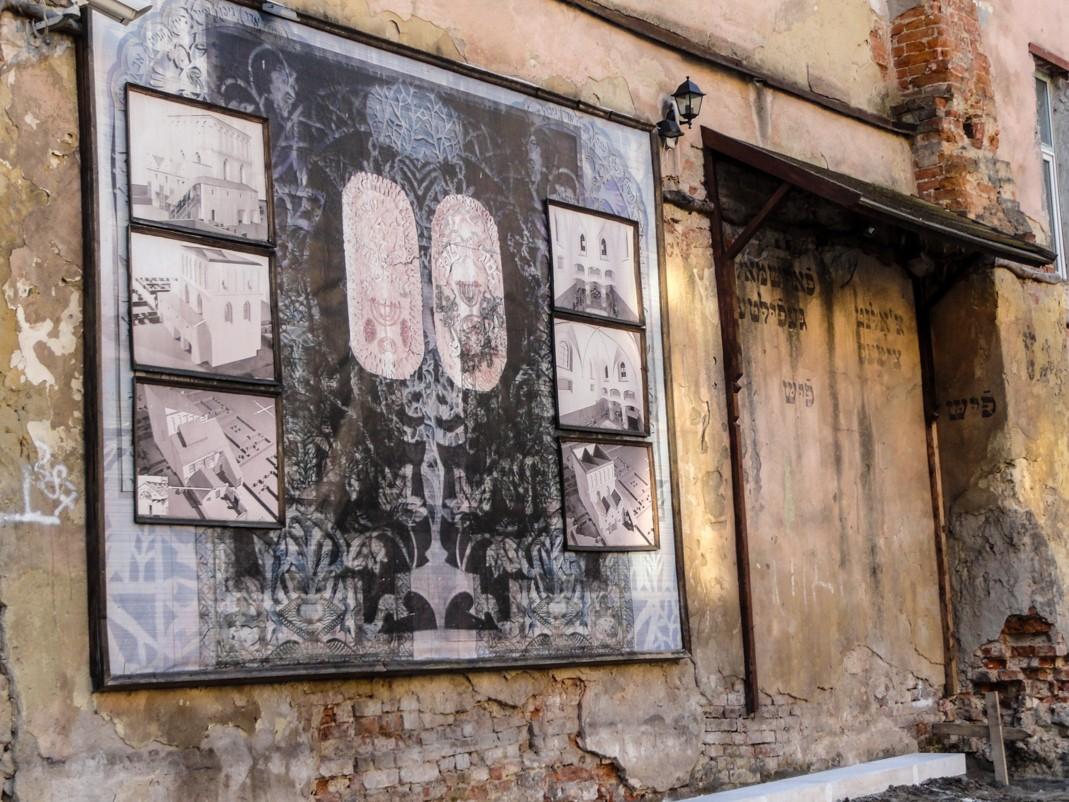 """Żydowski Lwów. Ruiny synagogi """"Złota róża"""""""