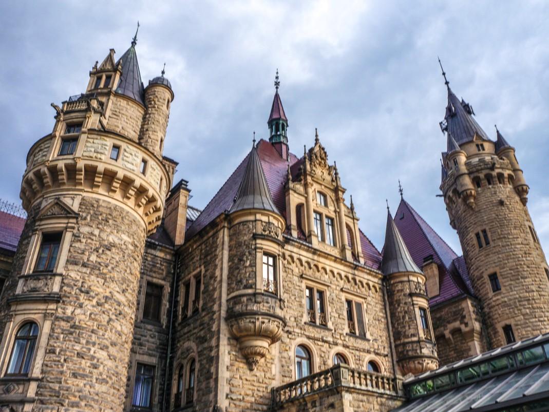 Zamek w Mosznej. Okna wschodniej fasady