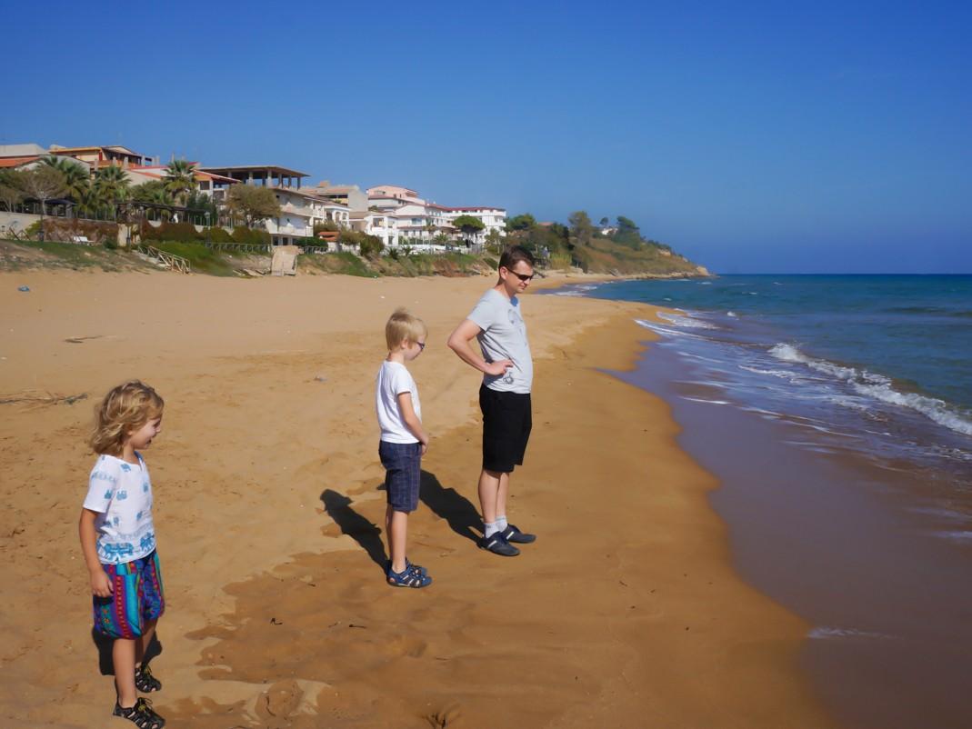 Piaszczyste plaże wschodniego wybrzeża Kalabrii