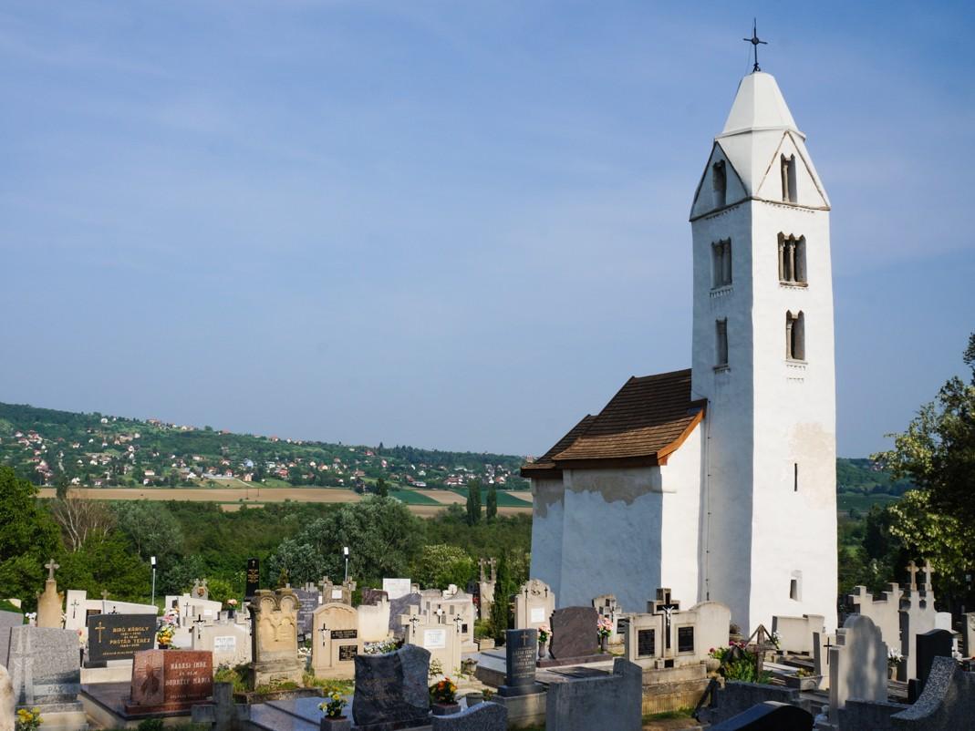 Samochodem do Chorwacji. Przystanek na Węgrzech. Romański kościół w Egregy.