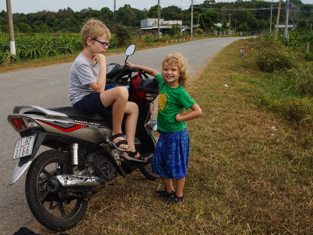 dziecko skuter wietnam
