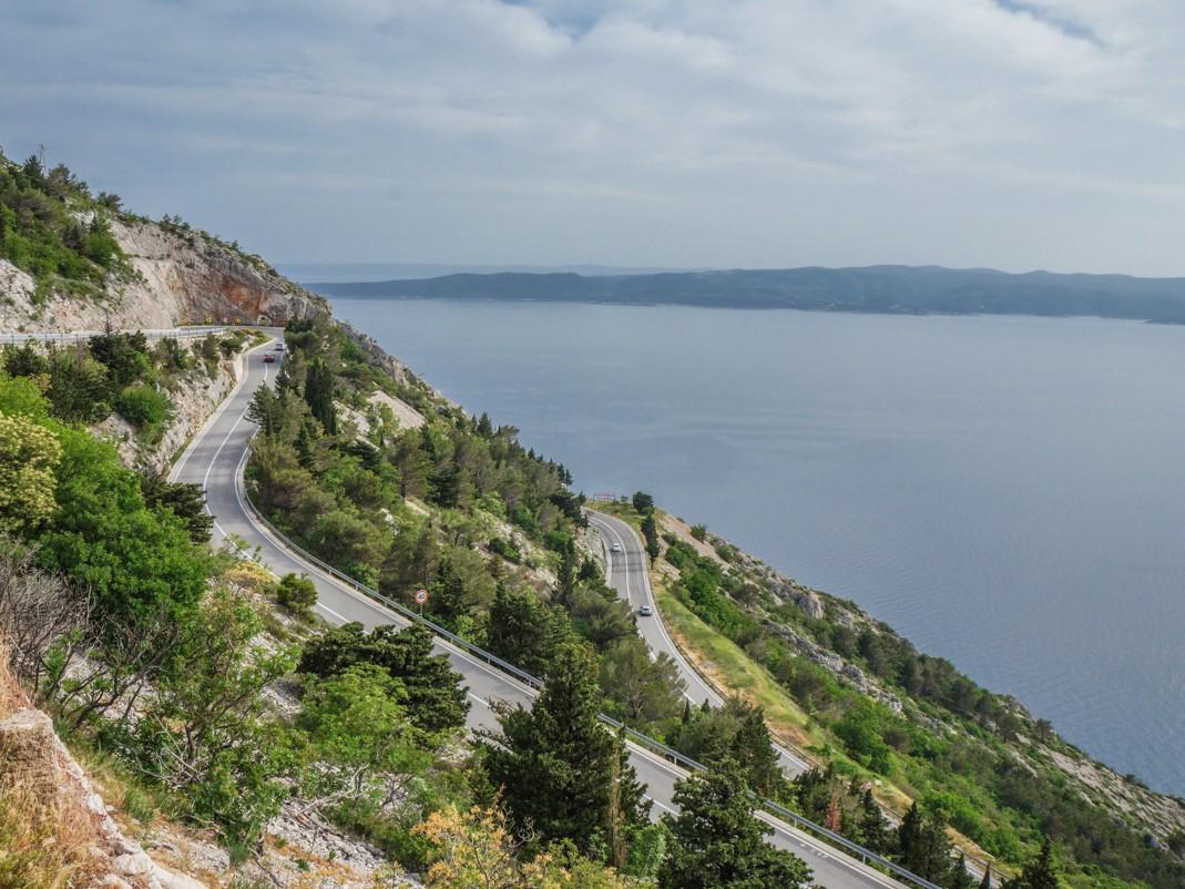 Brela, Posak, wybrzeże Dalmacji. Atrakcje Omiša