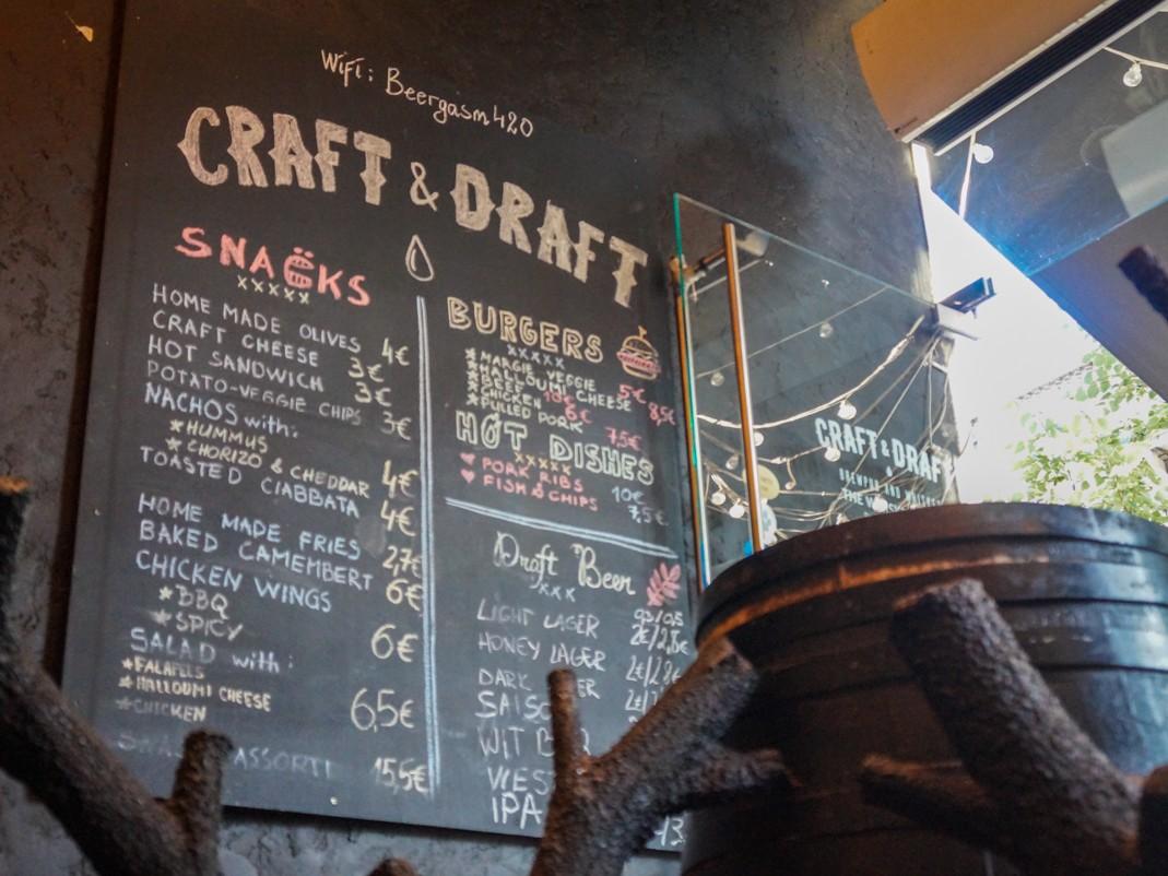 Craft&Draft. Piwo przy Gedymina. Gdzie na piwo w Wilnie. Piwo i burgery w Wilnie