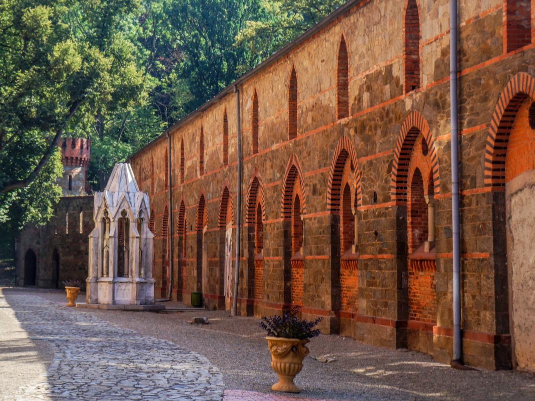 Kamieniec Ząbkowicki. Pałac Marianny Orańskiej, marmurowa studnia