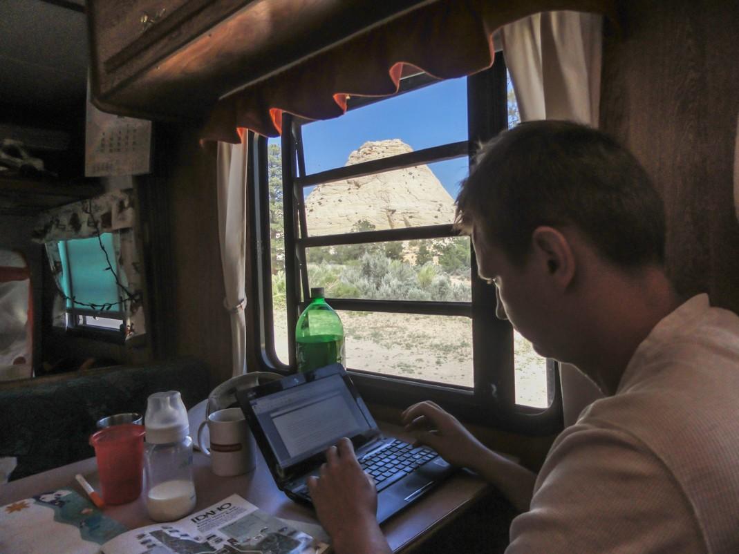 Laptop w podróży. Co wybrać i jak nie przepłacić