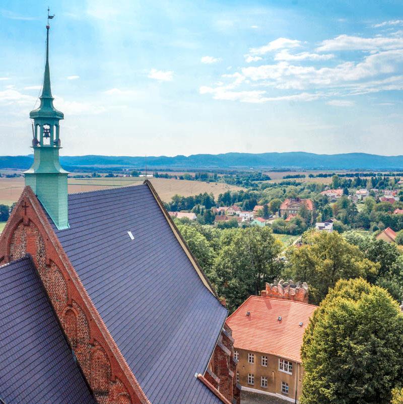 Ząbkowice Śląskie: krzywa wieża i wypalony zamek