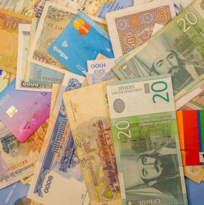 Jak płacić w podróży? Nasz poradnik finansowy