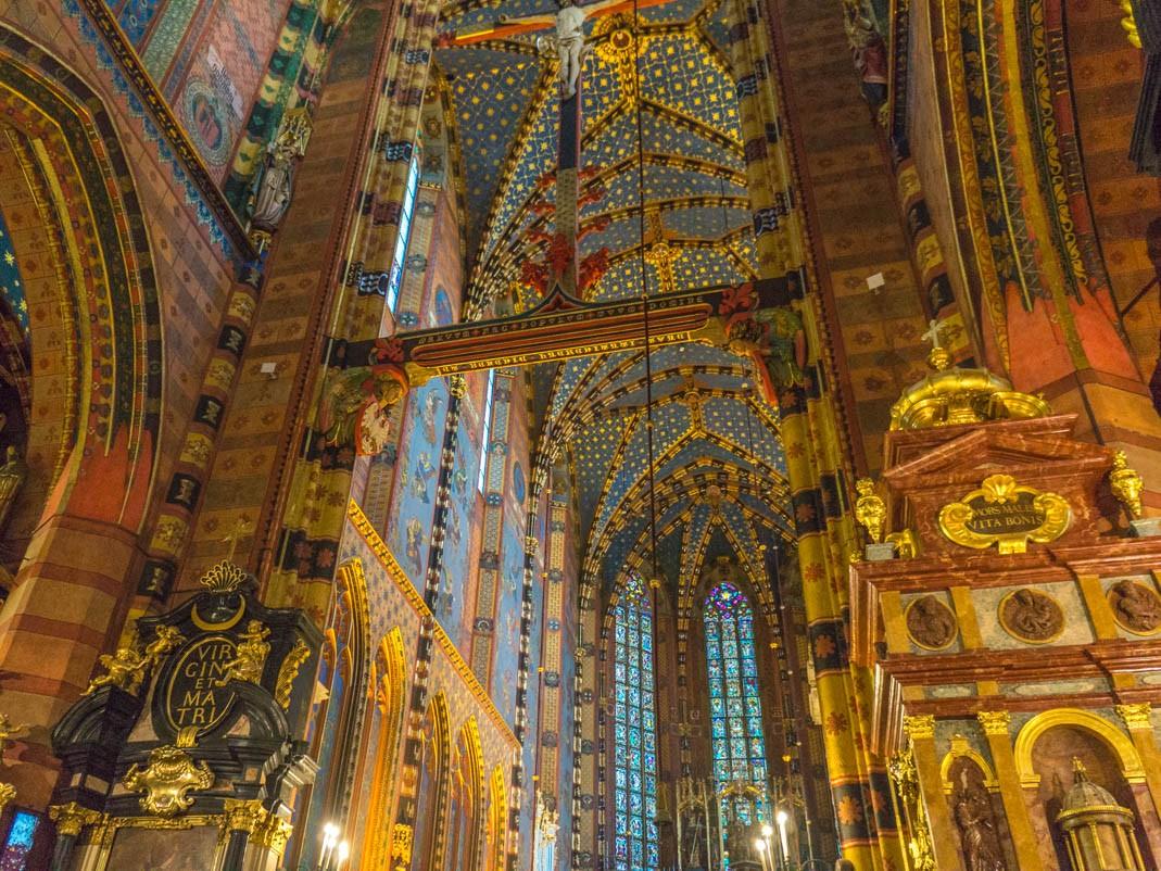 Co zobaczyć w Krakowie? Wnętrza Bazyliki Mariackiej