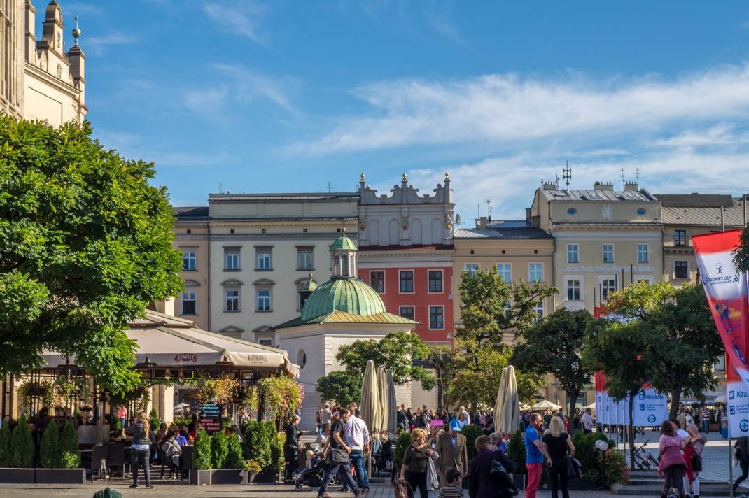 Spacer po Rynku Głównym w Krakowie. Kościół św. Wojciecha