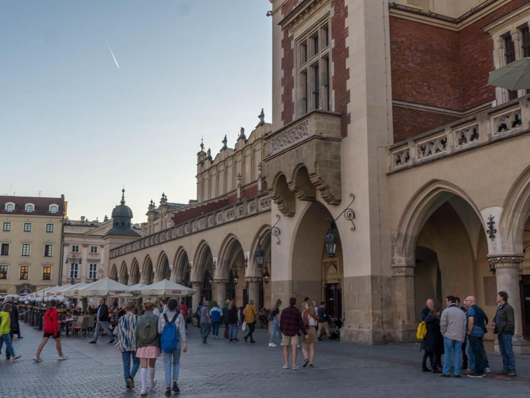 Co zobaczyć w Krakowie? Sukiennice na Rynku Głównym