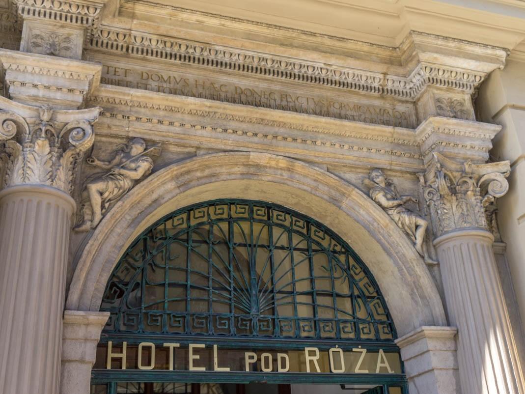 Spacer po Krakowie - najstarsza poczta na świecie, Hotel pod Różą